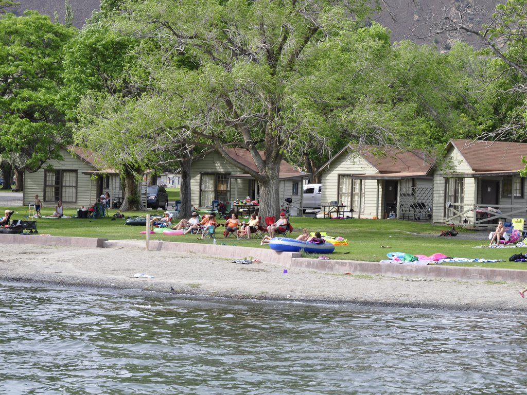 Beach And Lakeside Cabins