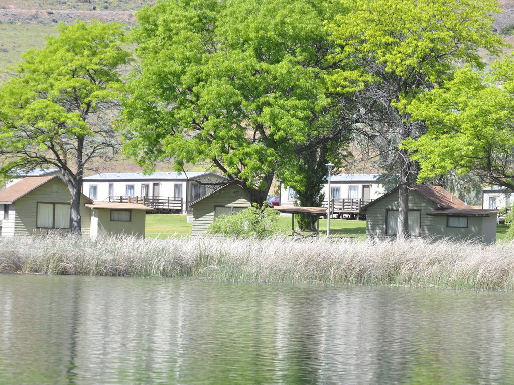 Lakeside Cabins From Park Lake